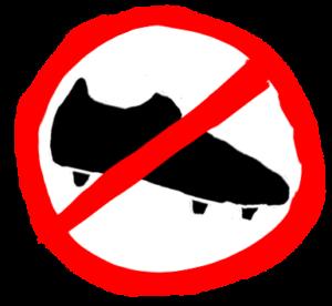 Auf vielen Kunstrasenplätzen ist das Tragen von Schraubstollen verboten.